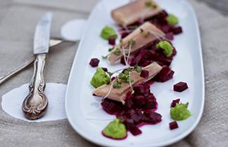Schnelle Sommerküche: Rote Bete mit Seesaiblings-Filets